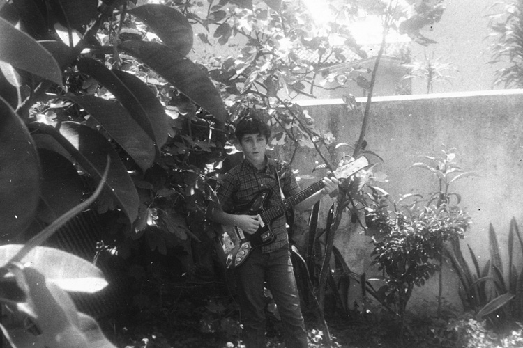 A música foi seu primeiro amor, antes mesmo do surf