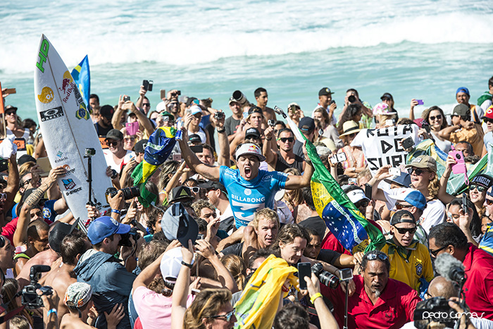 Adriano de Souza at Pipe Masters 17th DEC 2015 PED_7047 copy