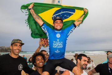 Deivid Silva logo após a conquista do título do Vissla Sydney Surf Pro