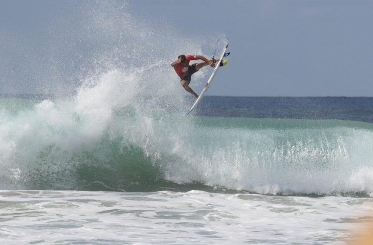 Italo Ferreira decola no Oi Hang Loose Pro