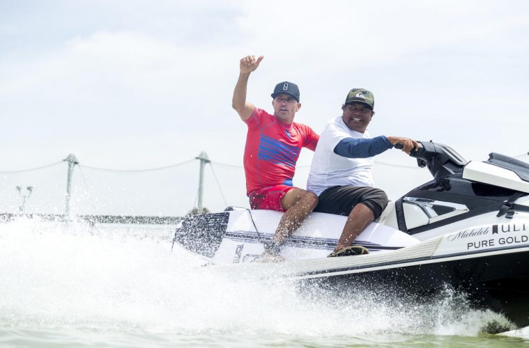 Kelly Slater e Raimana Van no Surf Ranch