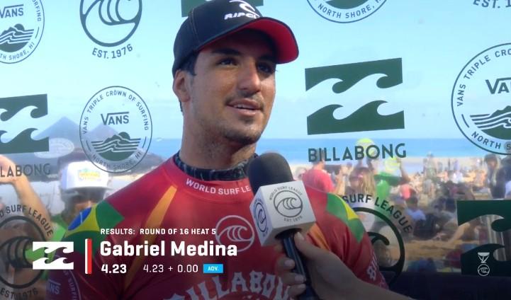 Gabriel Medina vence com interferência em Pipeline