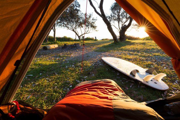 Surfar e acampar