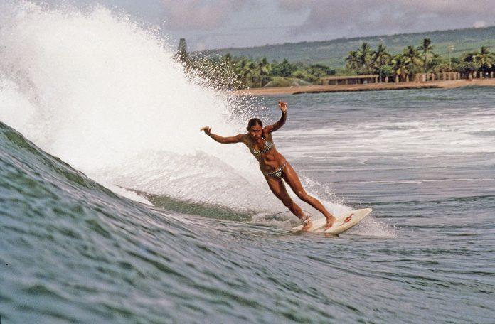 Nesse Outubro Rosa, conheça a história da Rell Sunn, lendária surfista havaiana que batalhou 15 anos contra o câncer de mama