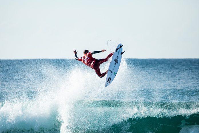 Jack Freestone anuncia pausa nas competições. Aos 29 anos, surfista se torna pai pela segunda vez e irá se dedicar à família