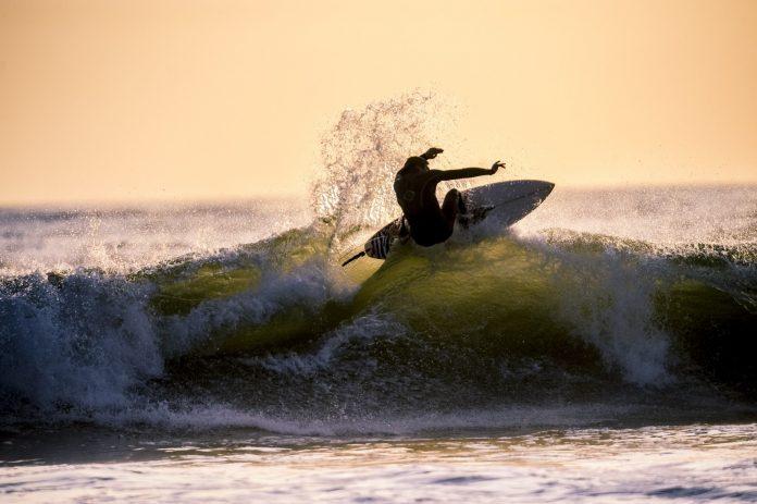 De surfistas iniciantes a intermediários, os 10 erros mais comuns no aprendizadoSurfista profissional demitido após surfar sem videomaker