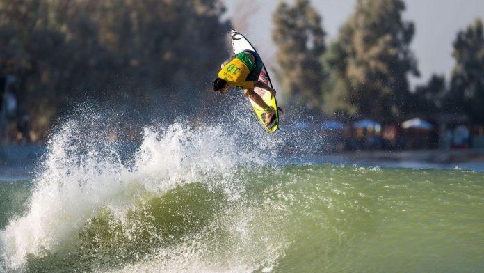 Quem leva a etapa no Surf Ranch?
