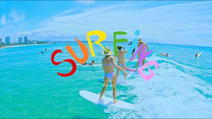 Stephanie Gilmore lança curta Surfing: