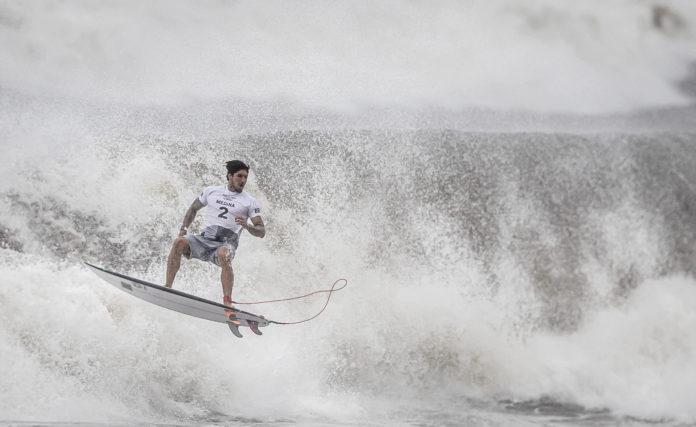 Julgamento Medina: surfistas se manifestam nas redes sociais
