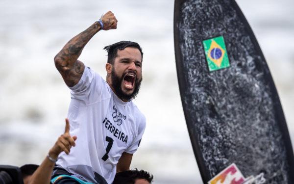 Pai de Ítalo Ferreira revela dificuldade no início da carreira